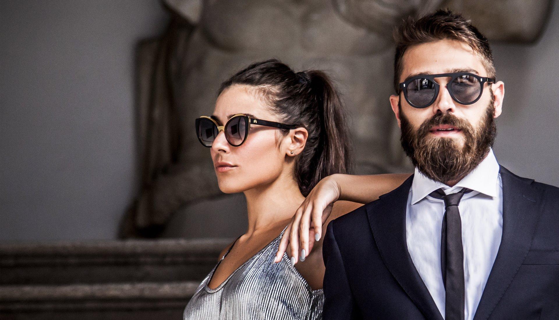 Modelli con occhiali Puia e Griko