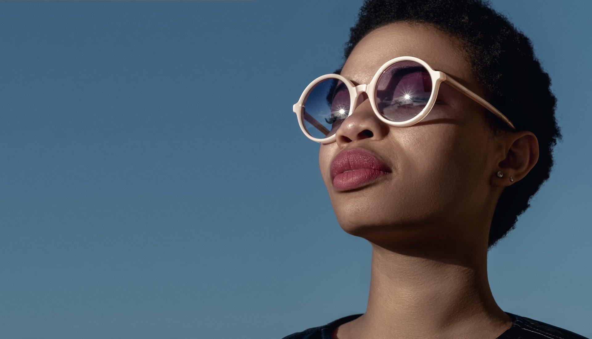 Modella con occhiale One
